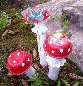 Recyclable Mushroom Yard Art Craft Idea